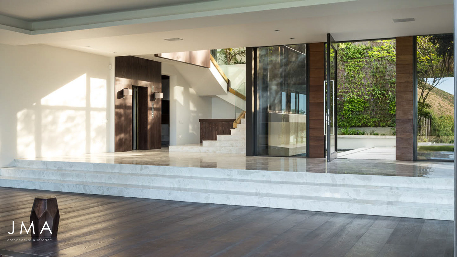 Avenue Fresnaye Villa - Entrance and Staircase