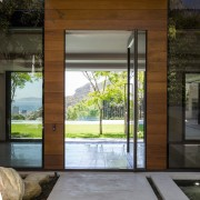 Avenue Fresnaye Villa - Entrance Courtyard