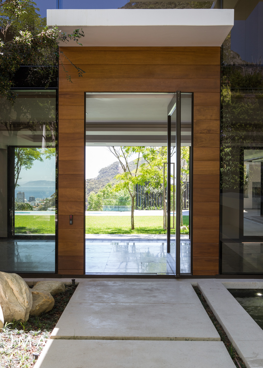 Avenue Fresnaye Villa Entrance Courtyard architecture - Interior Architectural design by Jenny Mills Architects